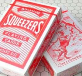 Bulldog Squeezers, baraja de colección disponible en Maga Estudio