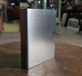 protector-de-baraja-aluminio